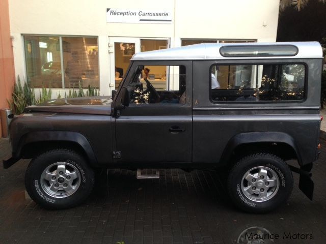 used land rover defender 90 1995 defender 90 for sale quartier militaire land rover defender. Black Bedroom Furniture Sets. Home Design Ideas