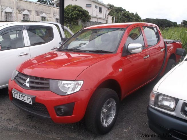 Used Mitsubishi L200 - RED
