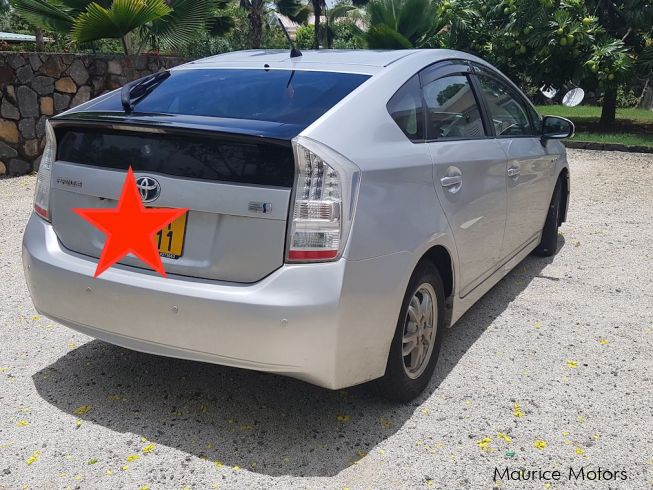 used toyota prius 1 8 hybrid 2011 prius 1 8 hybrid for sale roches noires toyota prius 1 8. Black Bedroom Furniture Sets. Home Design Ideas