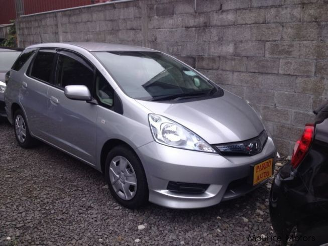 used honda fit hybrid shuttle 2012 fit hybrid shuttle for sale floreal honda fit. Black Bedroom Furniture Sets. Home Design Ideas