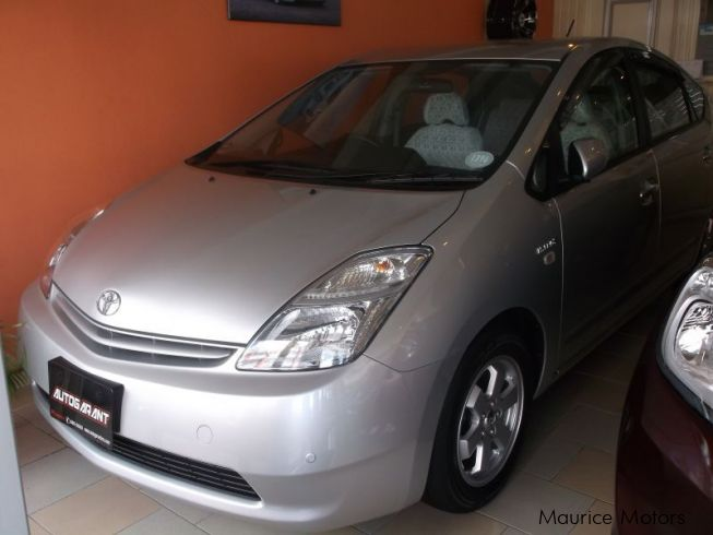 used toyota prius hybrid silver 2012 prius hybrid silver for sale phoenix toyota prius. Black Bedroom Furniture Sets. Home Design Ideas