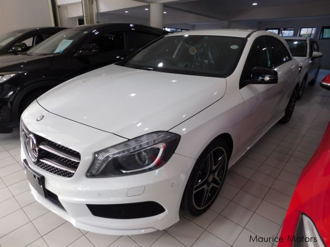 Used mercedes benz a180 pearl white 2013 a180 pearl for Used white mercedes benz for sale
