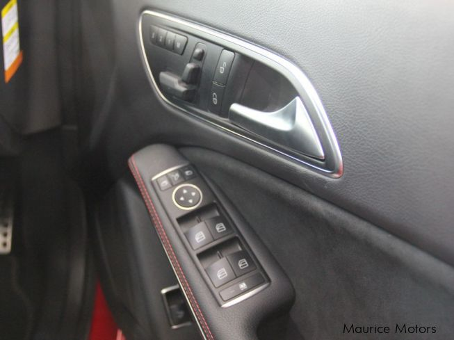 Mercedes-Benz CLA 180 - RED - PADDLE SHIFT - STEPTRONICin Mauritius
