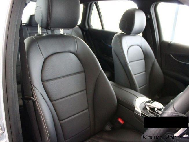 used mercedes benz glc 250 turbo sunroof leather seats 2016 glc 250 turbo sunroof. Black Bedroom Furniture Sets. Home Design Ideas