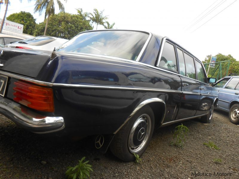 used mercedes benz 240d limousine 1974 240d limousine for sale quatre borne mercedes benz. Black Bedroom Furniture Sets. Home Design Ideas