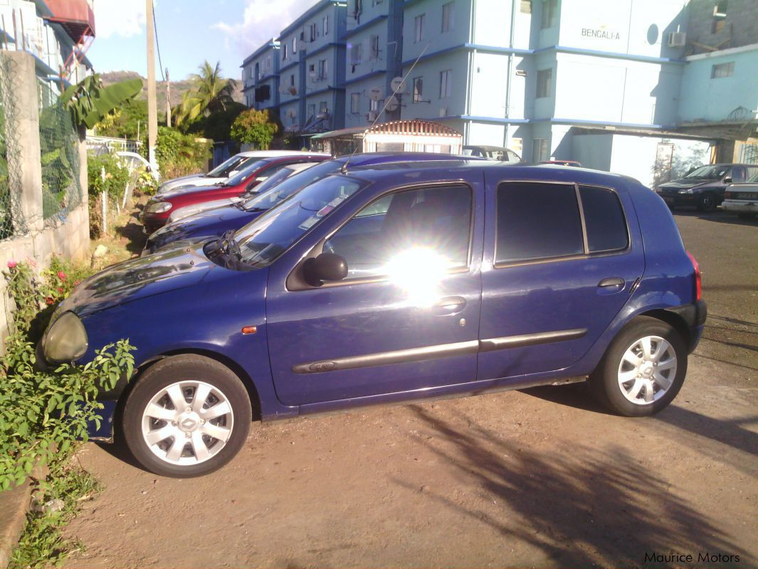 used renault clio ii 2001 clio ii for sale la tour keonig renault clio ii sales renault. Black Bedroom Furniture Sets. Home Design Ideas