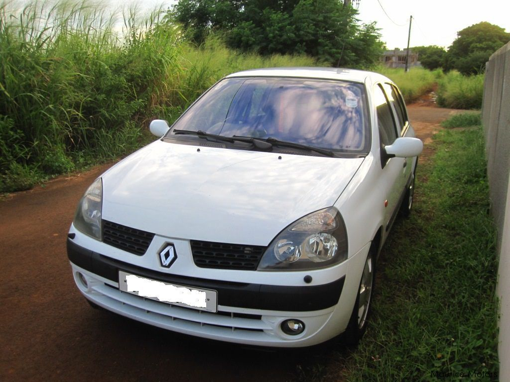 used renault clio ii 2002 clio ii for sale curepipe. Black Bedroom Furniture Sets. Home Design Ideas