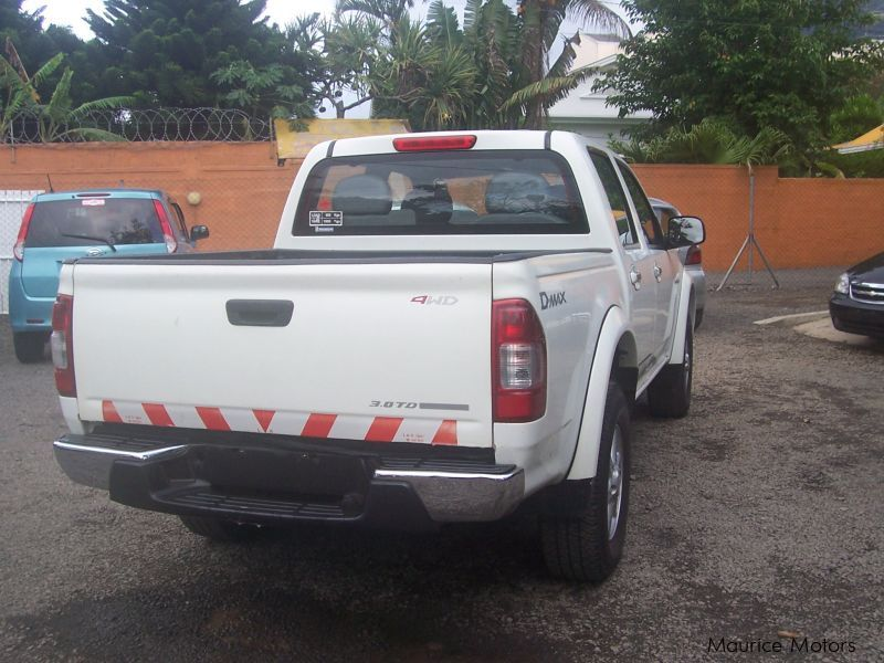 used isuzu d max 2005 d max for sale quatre bornes. Black Bedroom Furniture Sets. Home Design Ideas