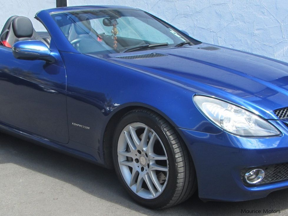 Used mercedes benz slk 200 2009 slk 200 for sale belle for Used cars for sale mercedes benz