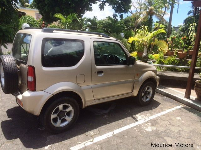 used suzuki jimny 4x4 2009 jimny 4x4 for sale curepipe suzuki jimny 4x4 sales suzuki jimny. Black Bedroom Furniture Sets. Home Design Ideas