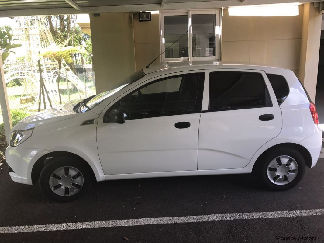 used chevrolet aveo 1 2 2010 aveo 1 2 for sale curepipe chevrolet aveo 1 2 sales chevrolet. Black Bedroom Furniture Sets. Home Design Ideas