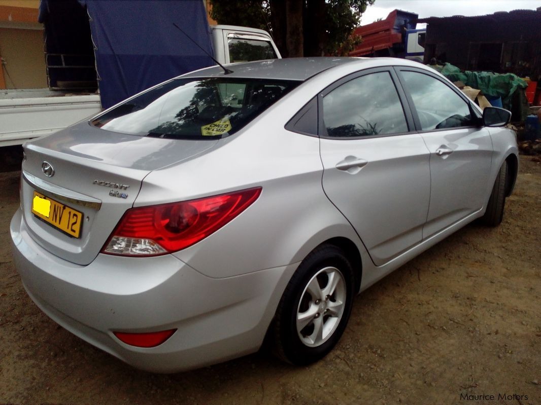 used hyundai accent 2012 accent for sale saint julien hyundai accent sales hyundai accent. Black Bedroom Furniture Sets. Home Design Ideas