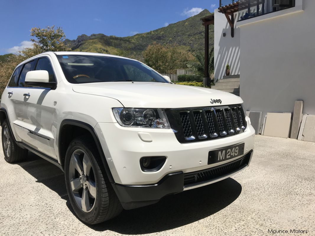 used jeep grand cherokee 2012 grand cherokee for sale pailles jeep grand cherokee sales. Black Bedroom Furniture Sets. Home Design Ideas