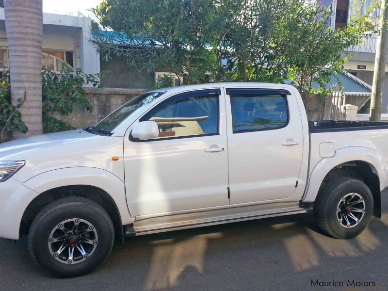 used toyota hilux 2012 hilux for sale quatre bornes toyota hilux sales toyota hilux price. Black Bedroom Furniture Sets. Home Design Ideas