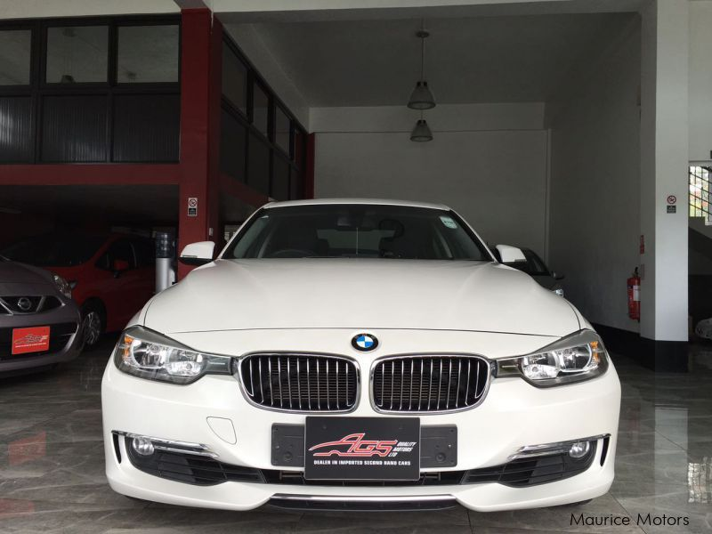 used bmw 320i white luxury edition twin power turbo. Black Bedroom Furniture Sets. Home Design Ideas
