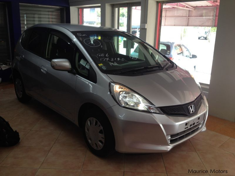 Used honda fit silvet met smart selection 2013 fit for Honda smart car