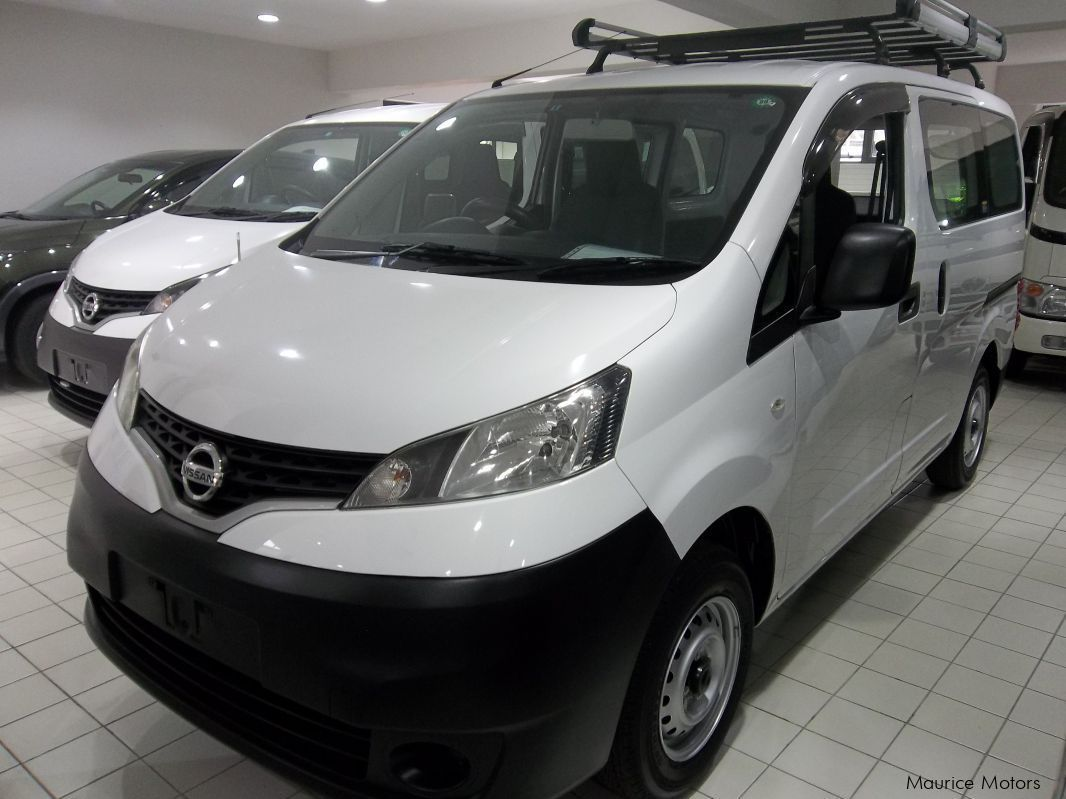 used nissan nv200 white 2013 nv200 white for sale rose hill nissan nv200 white sales. Black Bedroom Furniture Sets. Home Design Ideas