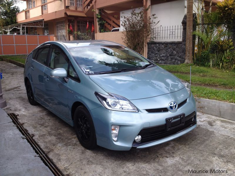 used toyota prius hybrid green 2013 prius hybrid green for sale floreal toyota prius. Black Bedroom Furniture Sets. Home Design Ideas