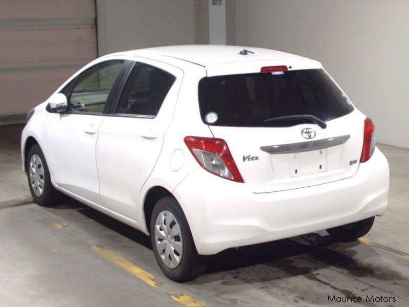Used Toyota Vitz F Smart Stop Grade White 2013 Vitz F