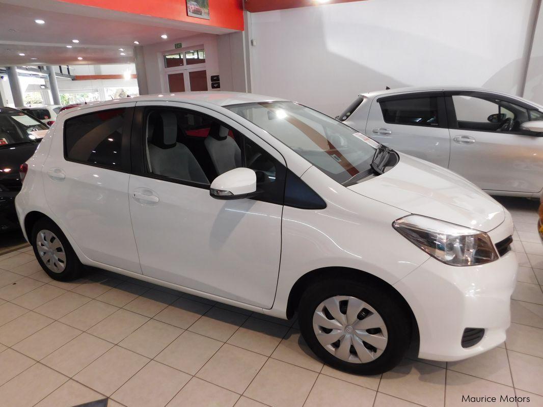Used Toyota Vitz Smart Stop Pearl White 2013 Vitz