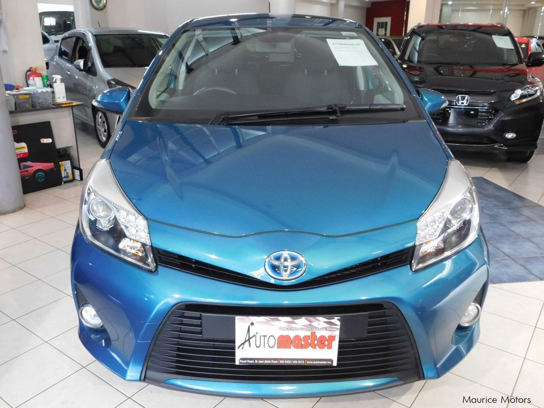 used toyota yaris hybrid blue green 2013 yaris. Black Bedroom Furniture Sets. Home Design Ideas