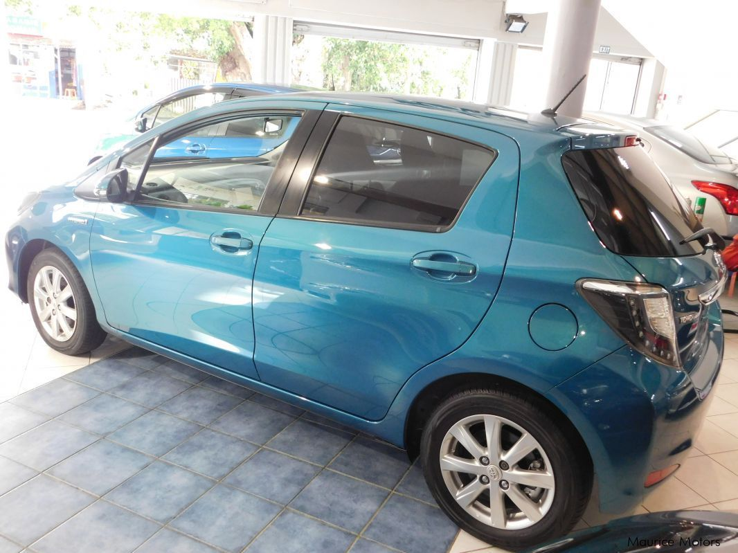 used toyota yaris hybrid blue green 2013 yaris hybrid blue green for sale rose hill. Black Bedroom Furniture Sets. Home Design Ideas