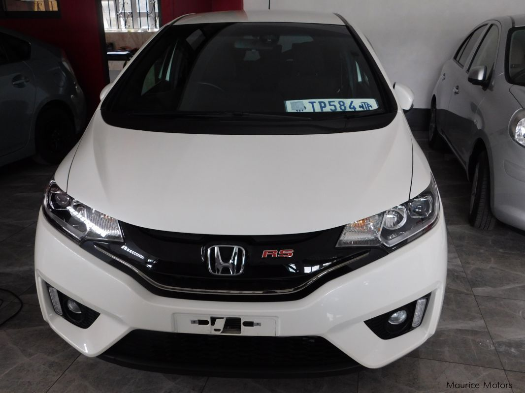 used honda fit rs pearl white 2014 fit rs pearl white for sale floreal honda fit rs. Black Bedroom Furniture Sets. Home Design Ideas