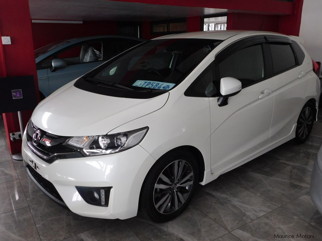 used honda fit rs pearl white 2014 fit rs pearl white for sale rh mauricemotors mu honda fit manual for sale in mauritius 2007 honda fit manual for sale