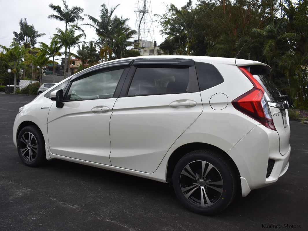 Used honda fit hybrid new shape 2014 fit hybrid new for Honda hybrid cars