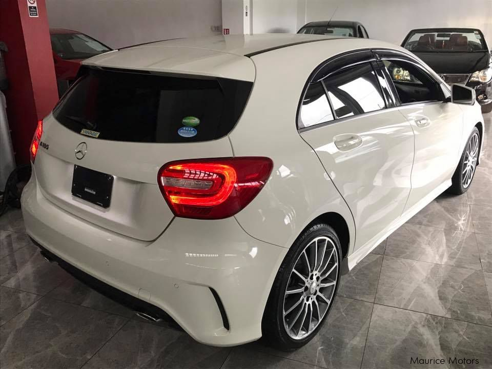 used mercedes benz a180 amg sport steptronic with paddle shift turbocharged 2014 a180 amg. Black Bedroom Furniture Sets. Home Design Ideas