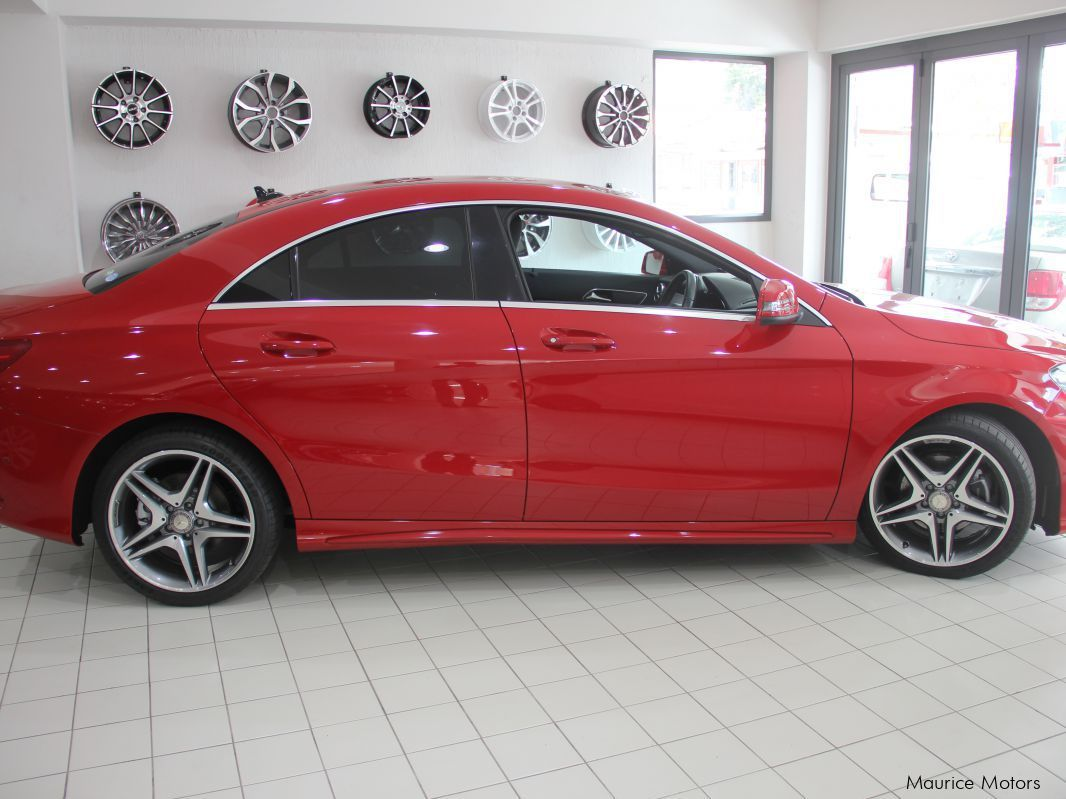Used mercedes benz cla 180 red paddle shift for Mercedes benz red