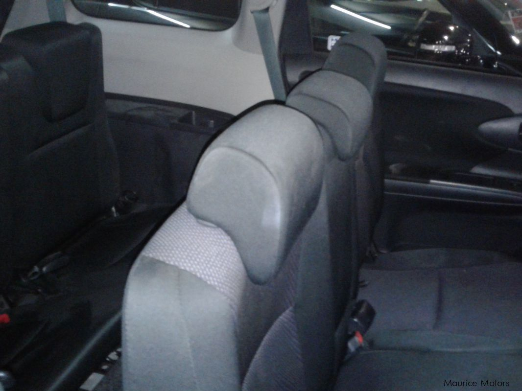 used toyota wish 7 seats silver met 2014 wish 7 seats silver met for sale rose hill. Black Bedroom Furniture Sets. Home Design Ideas