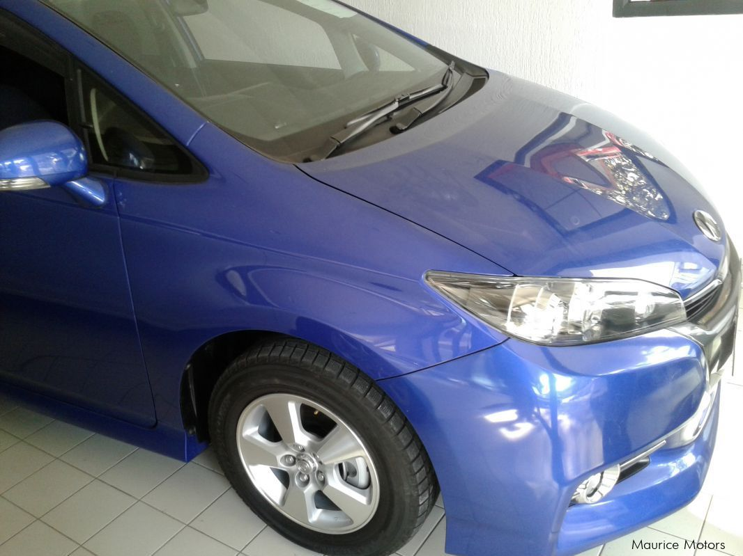 Used Toyota WISH - TAXI ONLY - BLUE MET in Mauritius