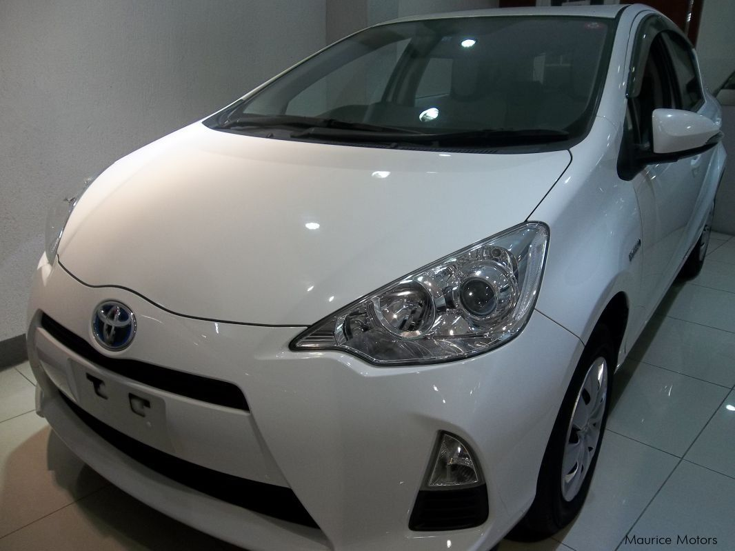 Pre-owned Toyota AQUA - WHITE for sale in