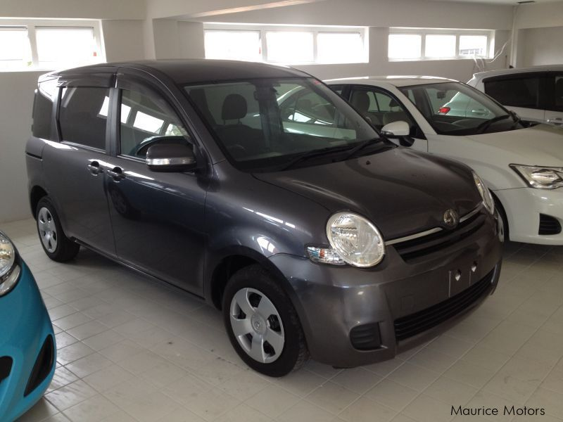 Used Toyota SIENTA - 7 SEATS - DARK GREY for sale