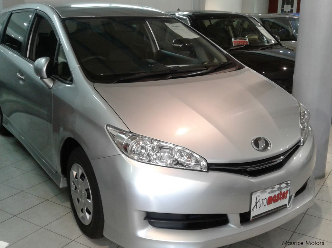 Used Toyota WISH -  7 SEATS - SILVER MET for sale in Rose Hill