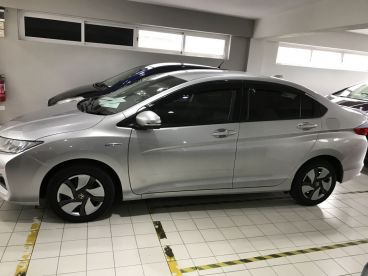 Pre-owned Honda GRACE - SILVER - HYBRID for sale in