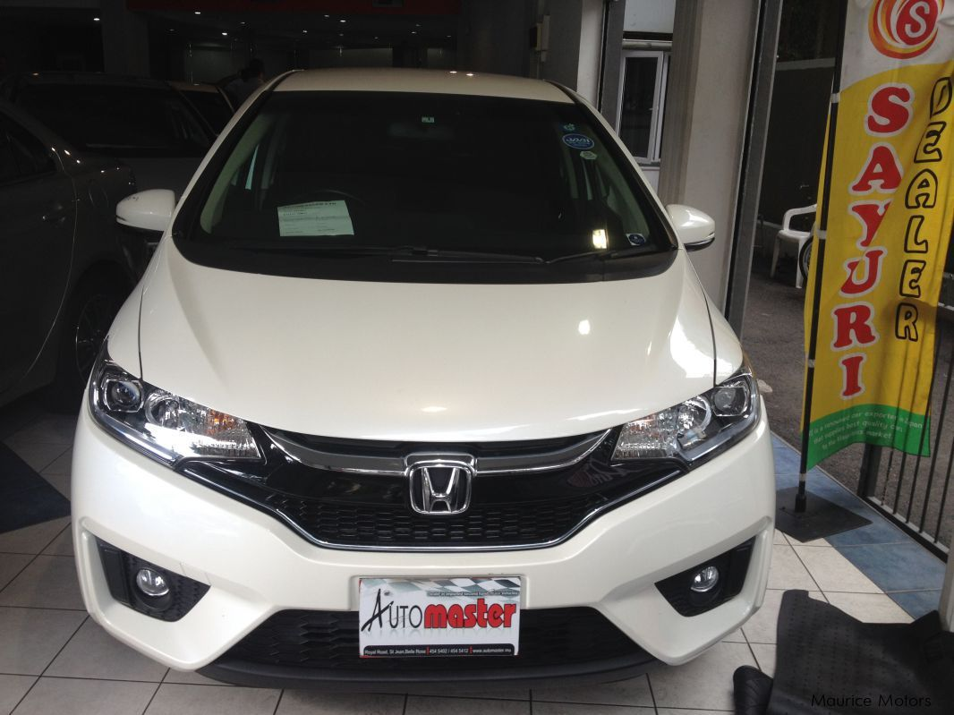 Pre-owned Honda FIT HYBRID - WHITE for sale in