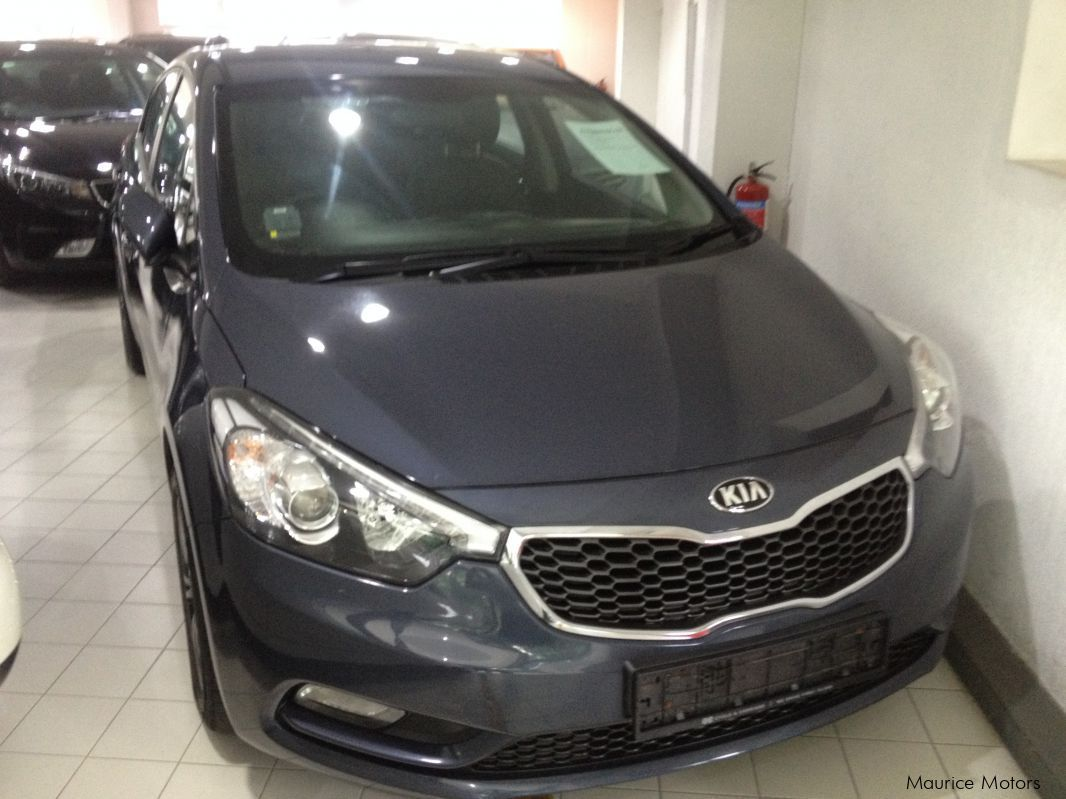 Pre-owned Kia CERATO - FORTE K3 - BLUE for sale in