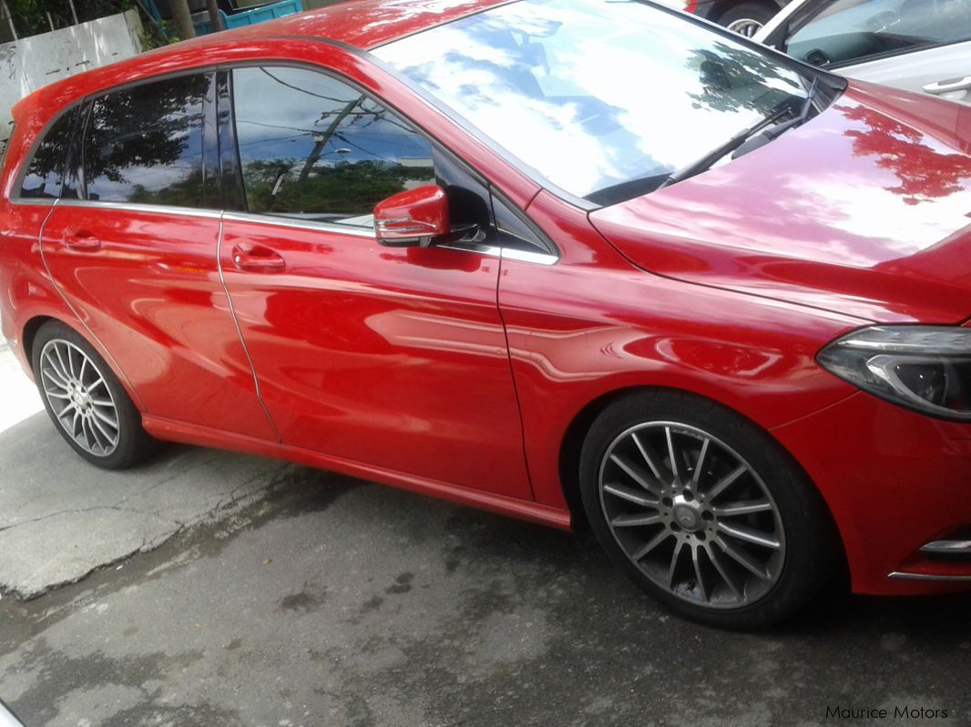 Used Mercedes-Benz B180 - RED MET in Mauritius