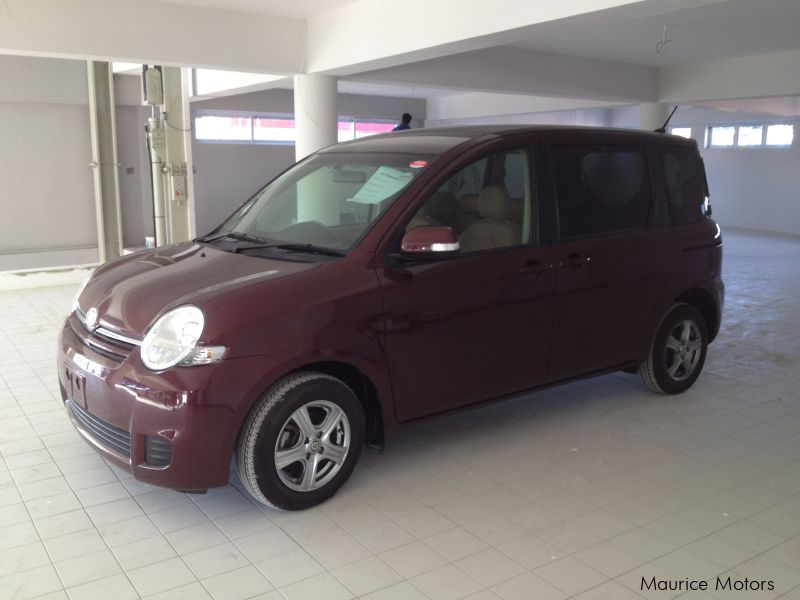 Used Toyota SIENTA - 7 SEATS - PURPLE in Mauritius