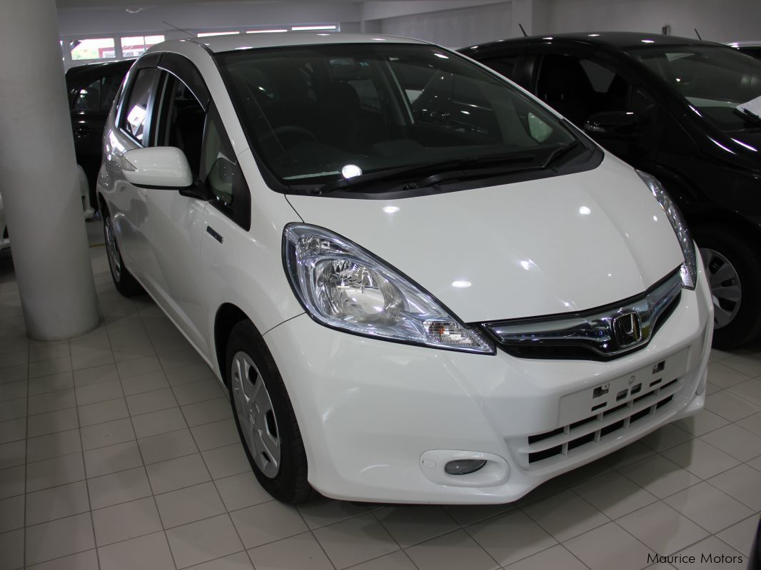 Pre-owned Honda FIT - HYBRID - WHITE for sale in