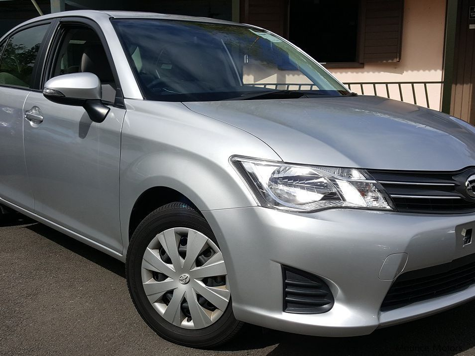 Pre-owned Toyota Axio for sale in Floreal