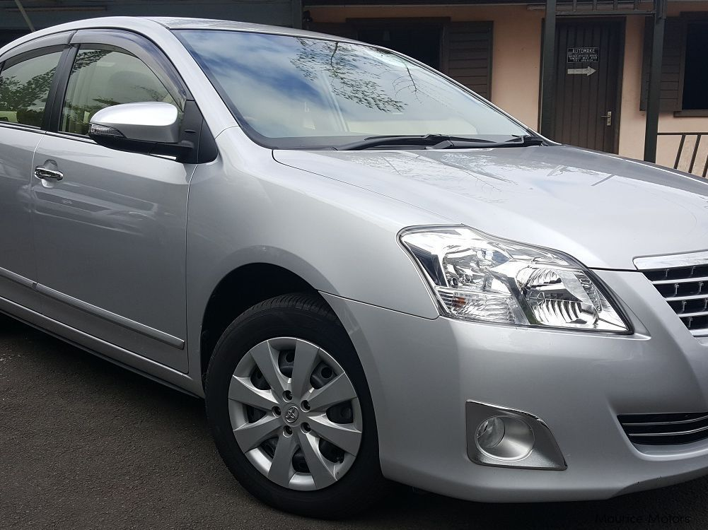 Pre-owned Toyota Premio for sale in Floreal