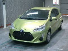 Pre-owned Toyota AQUA - GREEN for sale in Port Louis