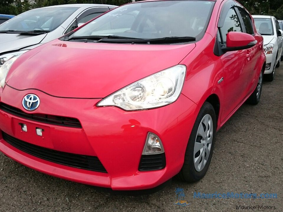 Used Toyota AQUA - RED for sale in Port Louis