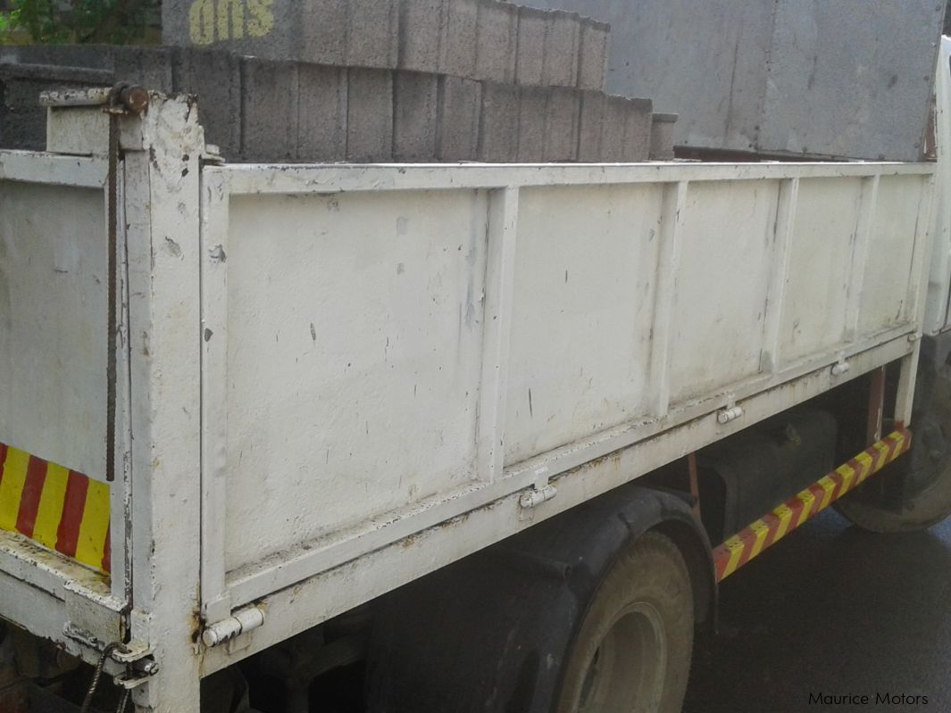 Pre-owned Mitsubishi canter for sale in