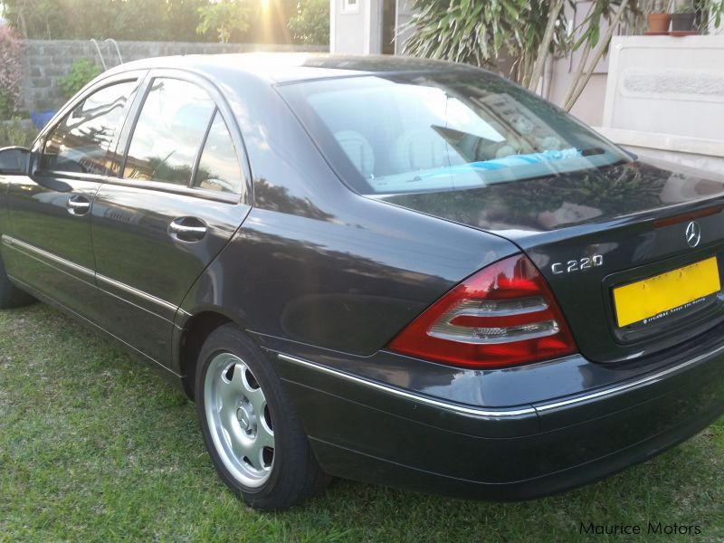 Pre-owned Mercedes-Benz C220 CDI Elegance for sale in Mauritius