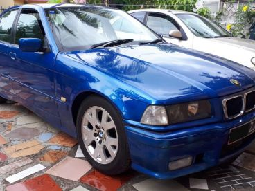 Pre-owned BMW 320i E36 for sale in