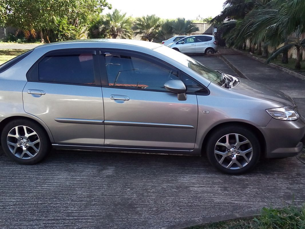Pre-owned Toyota Vitz for sale in